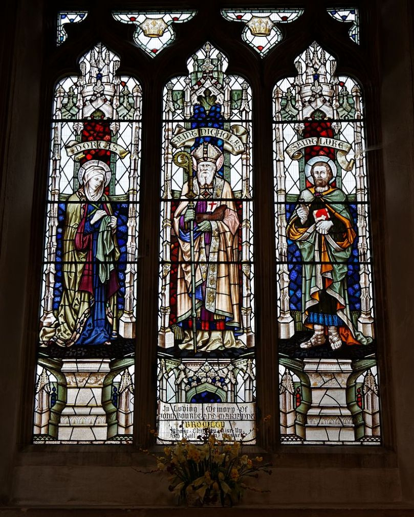 Castle_Hedingham,_St_Nicholas'_Church,_Essex_England,_stained_glass_window,_Dorcas,_St_Nicholas_and_St_Luke_in_north_aisle