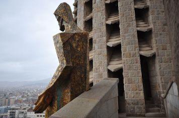 Lascar_Controversial_angular_sculptures_-The_Passion_façade_(4469058185)
