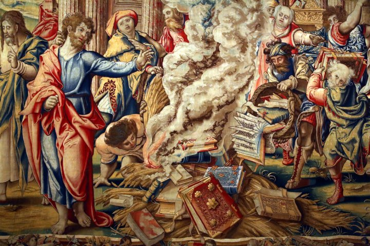 Pieter_Coecke_van_Aelst_-_Story_of_Saint_Paul_-_The_Burning_of_the_Books_at_Ephesus_(detail)