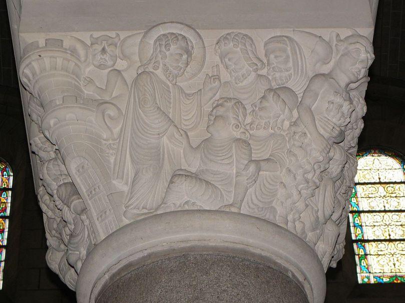 Saint-Aubin-du-Cormier_(35)_Église_Intérieur_Chapiteau_02